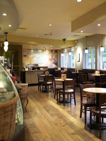 Village Hotel Maidstone: Starbucks