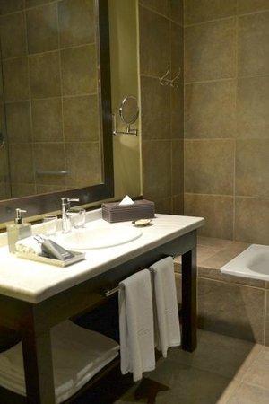 Legado Mitico Salta: Baño de la habitación El Kolla