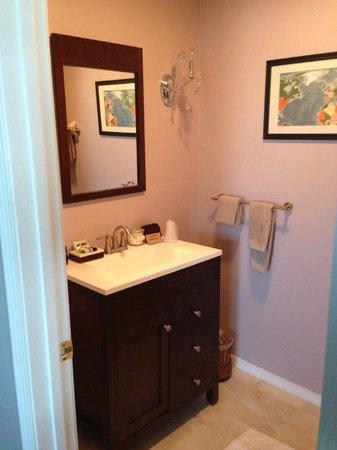 Beech Tree Inn and Cottage: Bathroom