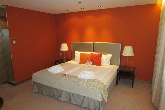 Austria Trend Hotel Savoyen Vienna: Our room