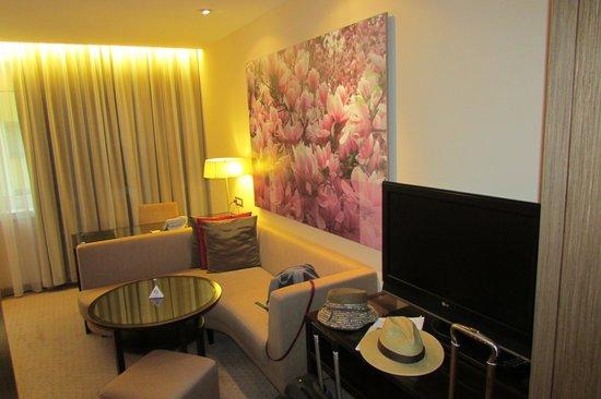Austria Trend Hotel Savoyen Vienna: Our room 2