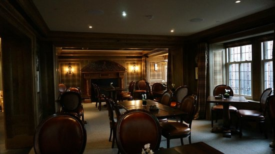 Hams Hame: Bar/Dining Area