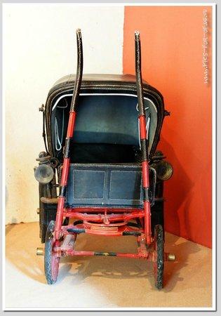 Château de Villesavin : Dauerausstellung: Kutschen und Kinderwagen