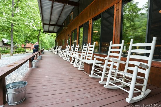 Iron Horse Motorcycle Lodge: campfire and river seating