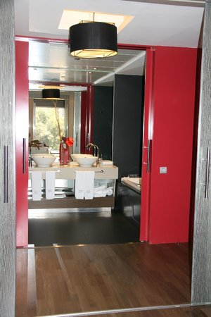 Olivia Plaza Hotel: Bathroom