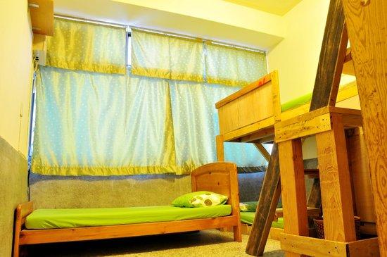 Darwin's Hostel Tainan Center : Five bed dorm