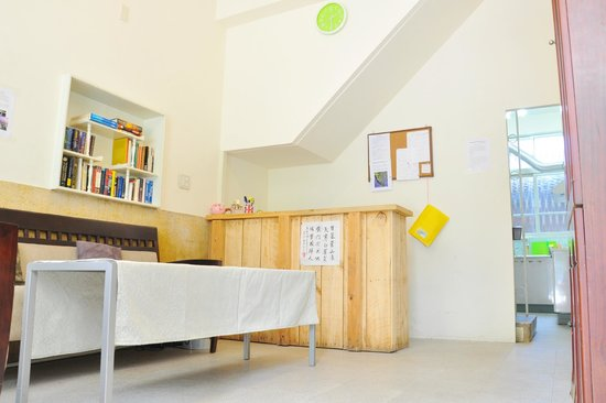 Darwin's Hostel Tainan Center : Reception desk