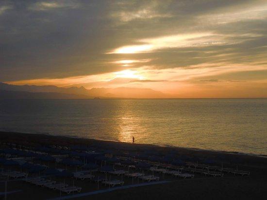 Hotel Mediterráneo Carihuela: Sunrise from Balcony