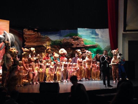 Paloma Grida Resort & Spa : Lion King Performance!!!