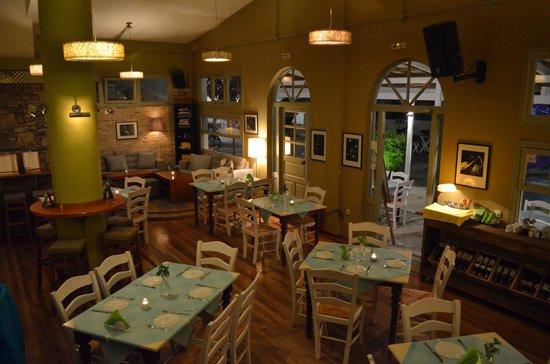 Zoupa Restaurant: Zoupa inside area