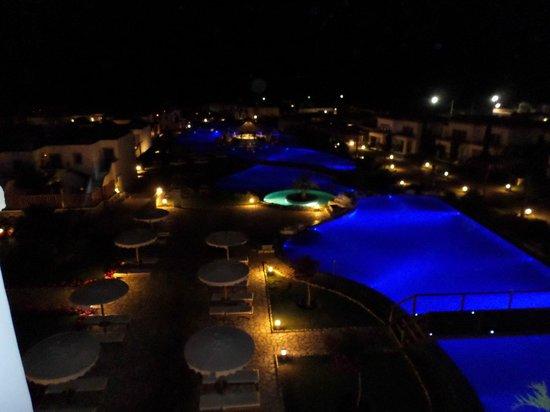 Mitsis Blue Domes Resort & Spa: Resort at Night