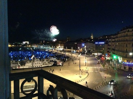 Escale Oceania Marseille Vieux Port : Fireworks at night viewed from the hotel room.