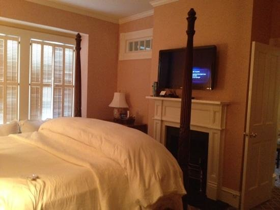 The Willcox: bedroom in barrymore suite with fireplace and tv