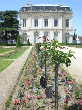 Office de Tourisme de Bourges: le jardin de l'archevéchée