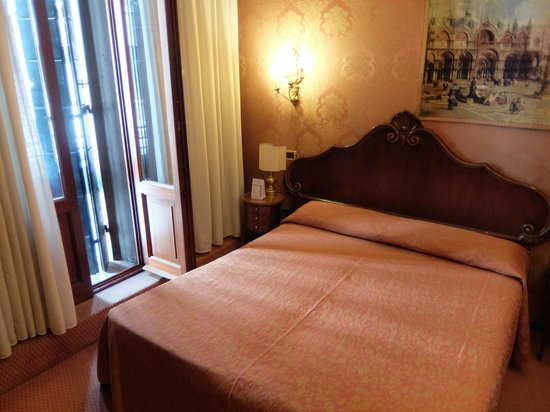Hotel Lisbona : bedroom