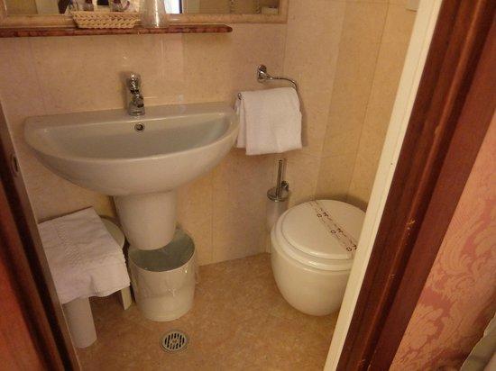 Hotel Lisbona: bathroom