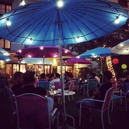 Hostal Horta Rosell : Terraza al aire libre con música en directo