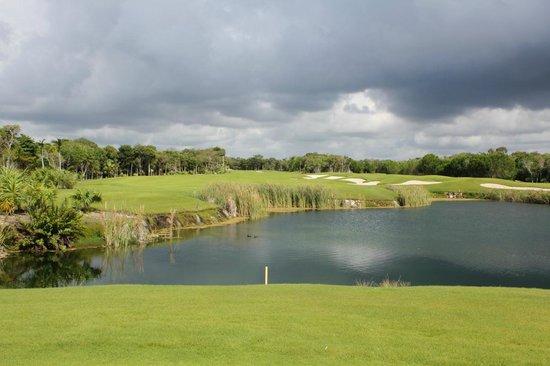 Riviera Maya Golf Club: another water shot