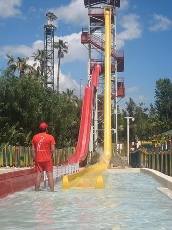 PortAventura Caribe Aquatic Park: another view of the tallest slide in europe