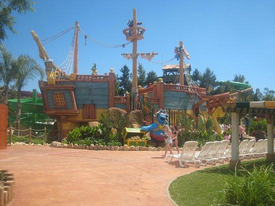 PortAventura Caribe Aquatic Park: back of the boat in the kids pool