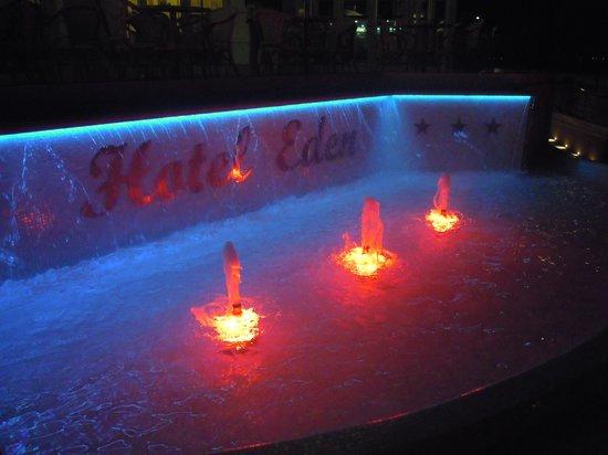 Hotel Eden : Giochi di luce all'ingresso