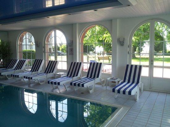 Chateau d'Isenbourg : La piscine intérieure