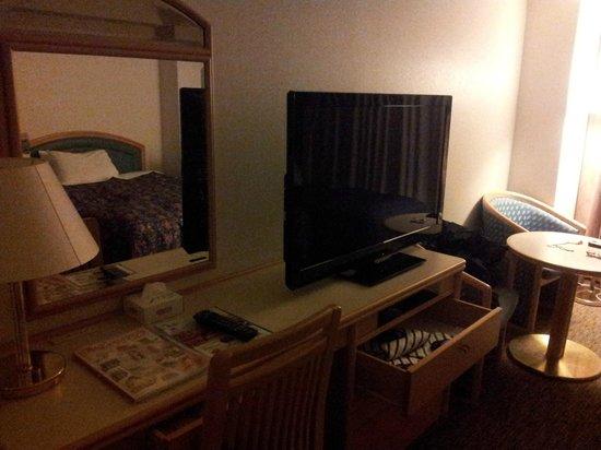 Narita Tobu Hotel Air Port: the huge TV