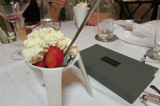 Satrapezo: Strawberries with cream