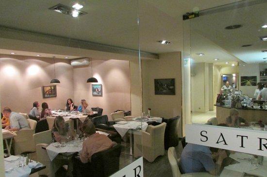 Satrapezo: Elegant interior of the restaurant