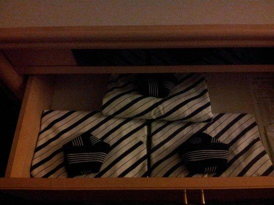 Narita Tobu Hotel Air Port: the bathrobes provided