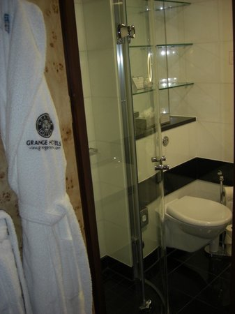 Grange St. Paul's Hotel: Bathroom with bath and shower.