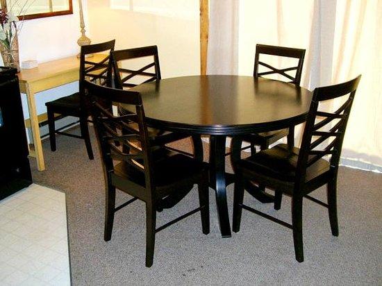 Three Seasons Condominiums: Dining area