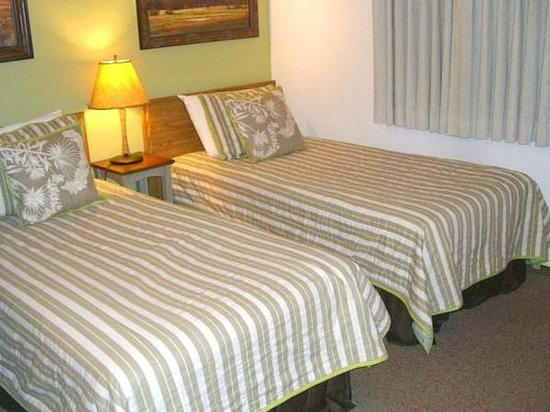 Three Seasons Condominiums: Twin beds