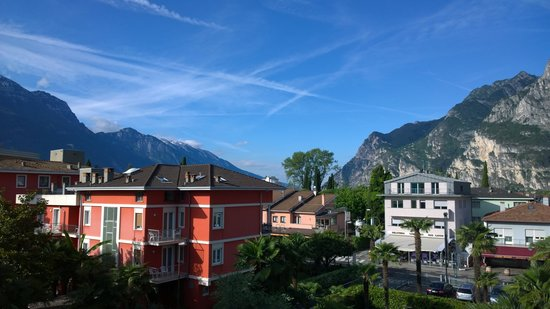 Hotel Garda - TonelliHotels: View from hotel room towards lake