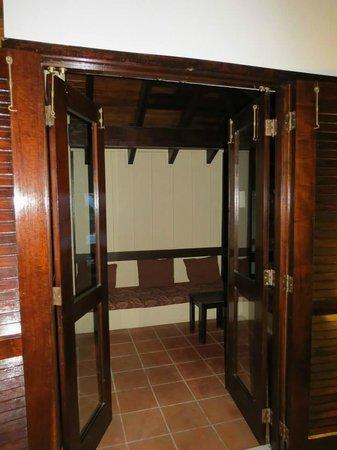Renaissance St. Croix Carambola Beach Resort & Spa: Screened in sitting area