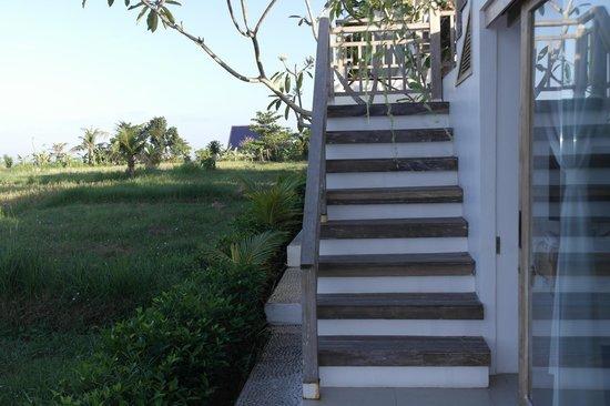 D'Sawah Villas: trap naar het dak met terras