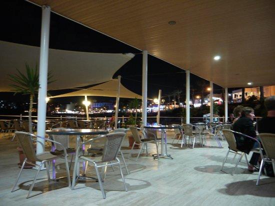 Marti Beach Hotel: espace bar de la plage