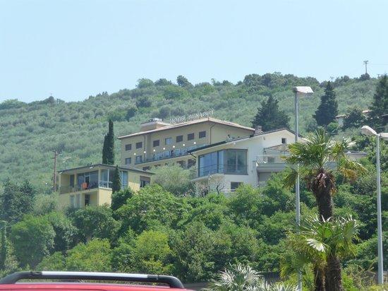 Panoramic Hotel Benacus : l'albergo dal porto