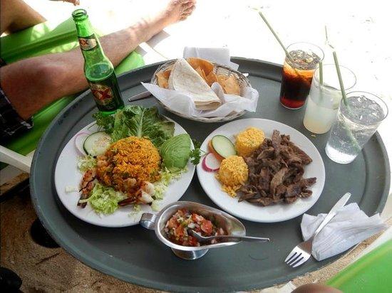 Nachi Cocom Beach Club & Water Sport Center: Lunch.. Yummy!