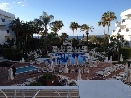 Iberostar Marbella Coral Beach : Hotel pool, early morning