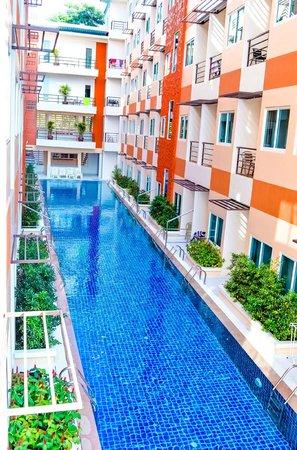 Andatel Grande Patong Phuket Hotel: Pool View