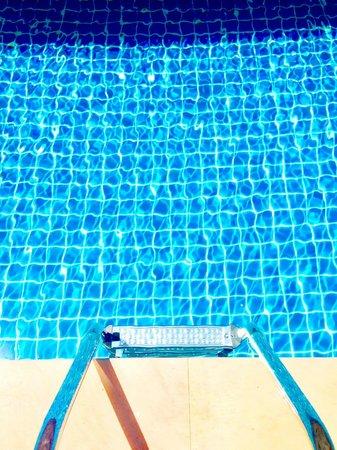 Andatel Grande Patong Phuket Hotel: Pool Access