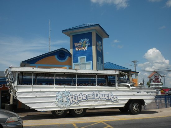Ride The Ducks of Branson: Our bus/boat