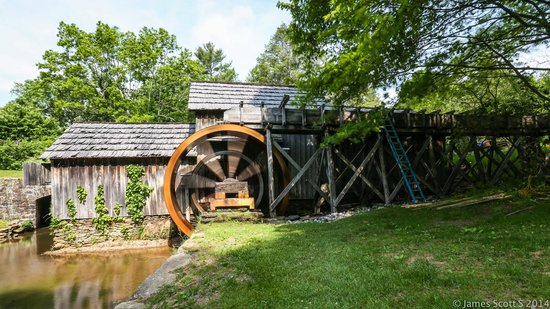 Mabry Mill : the mill in action