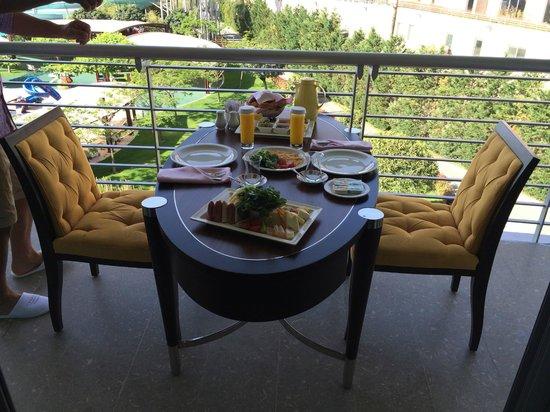Calista Luxury Resort: Frühstück aufem Zimmer
