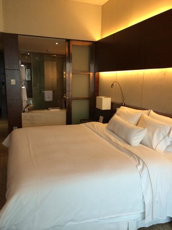The Westin Guangzhou: Our deluxe king room which smelt of horrible cigarettes! So much for booking a Non-Smoking room!