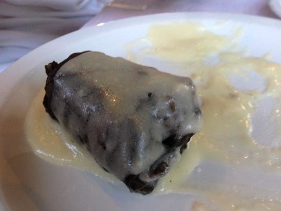 Taverna Platanos: Grape leaf with lamb and rice filling