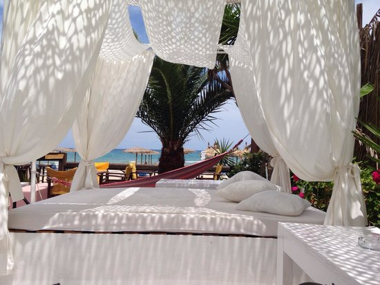 Paporo Beach Restaurant & Bar: Paporo restaurant and beach bar