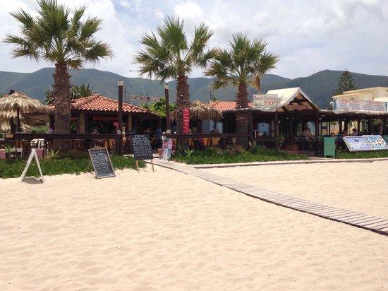 Paporo Beach Restaurant & Bar: Paporo beach bar and restaurant!