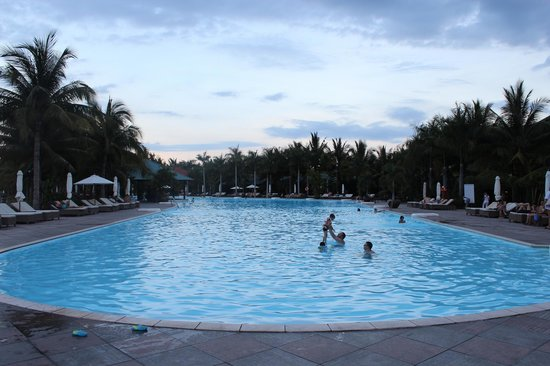 Diamond Bay Resort & Spa: swimming pool